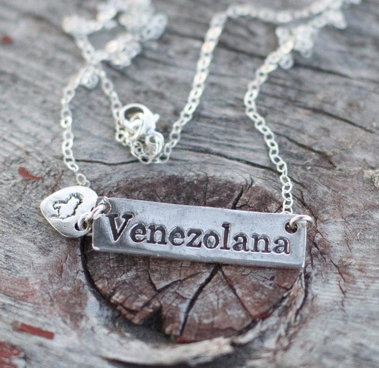 Cadena Venezolana Dije Corazón y Mapa