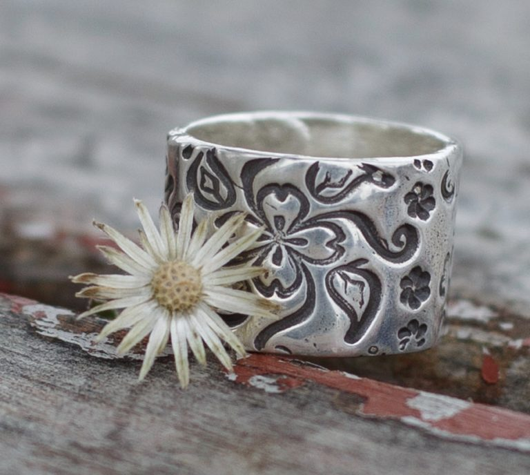 Handcrafter SIlver ring with flowers