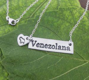 Cadena de plata con dije Venezolana